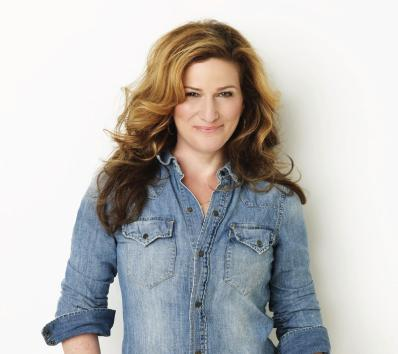 Gasteyer gushes about alma mater NU